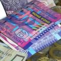 Санкции заставили российские компании перекладывать доллары США в другую валюту