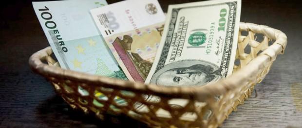 Ключевая ставка — 2% вниз, курс доллара и евро — 2 рубля вверх