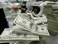 ЦБ зарегистрировал в России беспрецедентный валютный ажиотаж