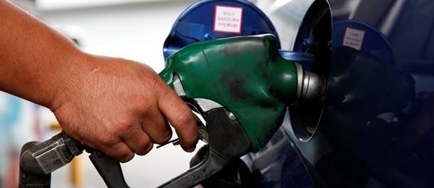 Снижение цен на бензин добралось до розницы