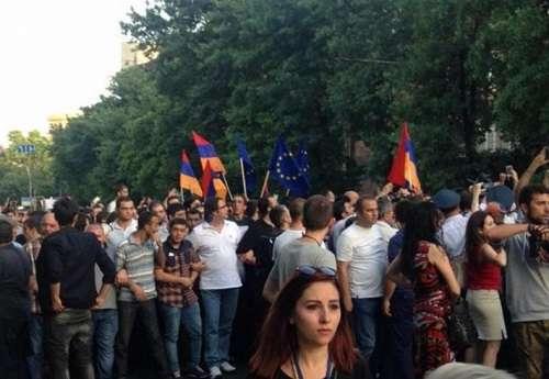 В Ереване возобновились «коммунальные» протесты