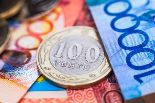 В Казахстане закрылись валютные обменники из-за обвала тенге